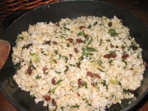arroz integral salteado con pasas y semillas